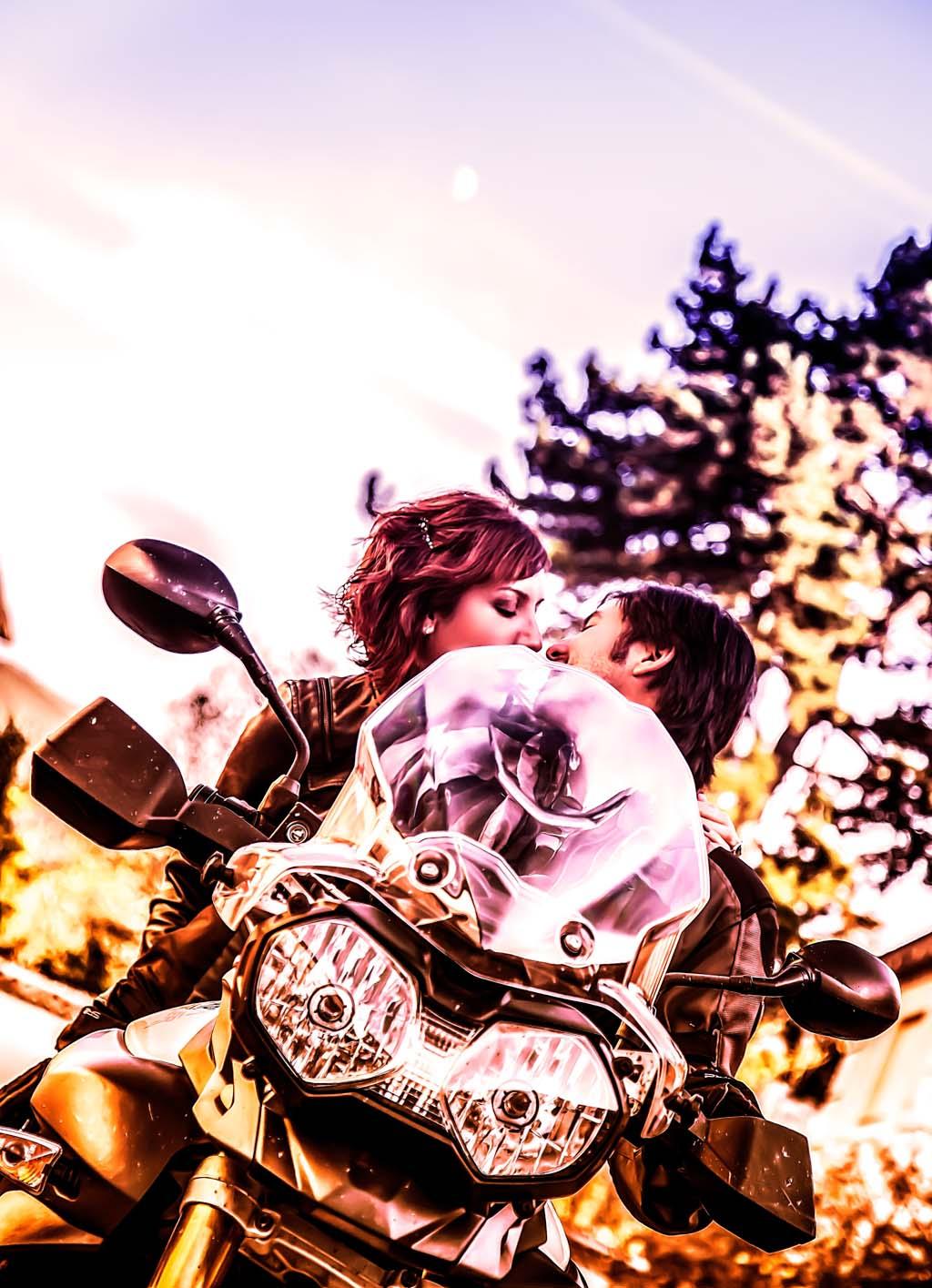 fotochita - fotografia de Boda Madrid- sesion pre boda - divertida - moto