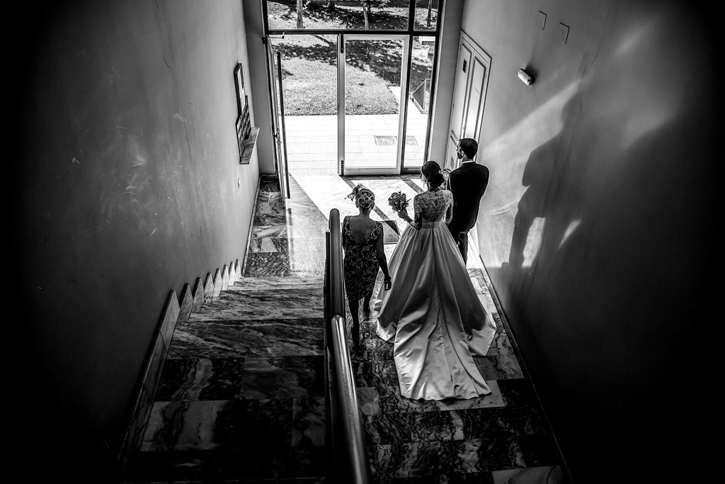 fotochitabodas - fotografia de boda Valladolid - novia saliendo - familia
